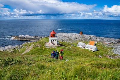 Runde Fyr er fra 1767, og er et av Norges første. Den nyeste fyrvokterboligen på fyrstasjonen er i dag et svært populært, selvbetjent overnattingssted i regi av Den Norske Turistforening.